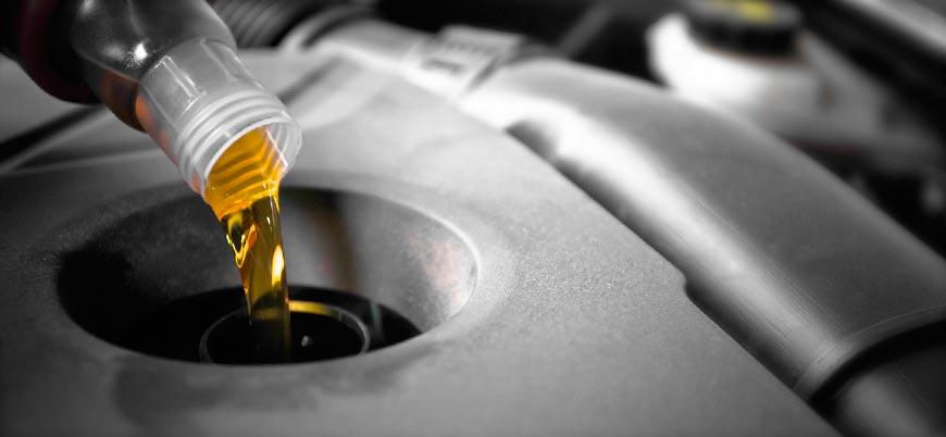 заливка масла в горловину