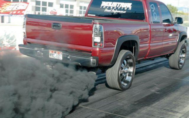дым дизельного мотора